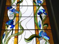 Фото оконных витражей. 27. Витраж в окно в технике Тиффани