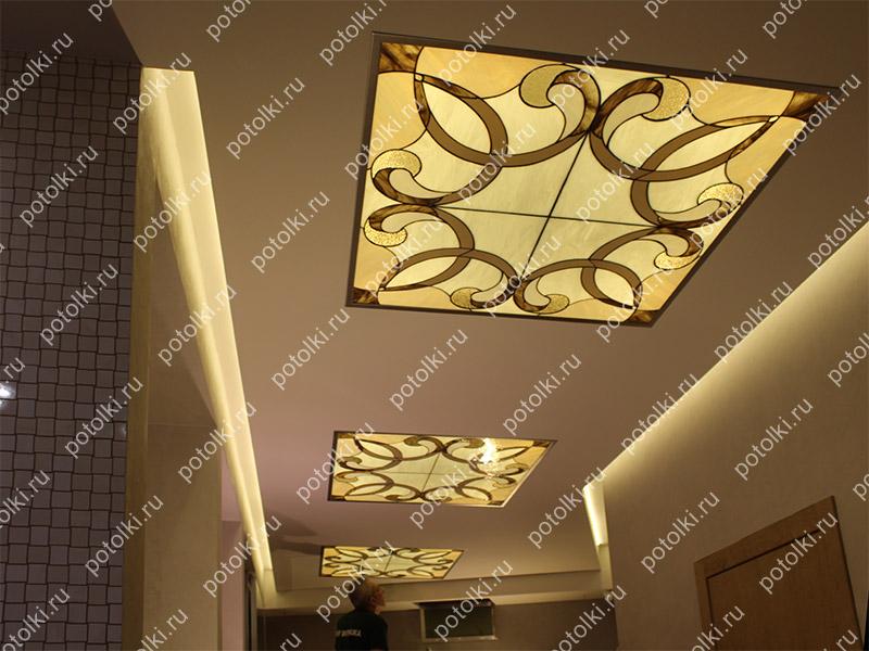 Витражный потолок Тиффани в прихожей