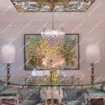 Витражный потолок Тиффаги в приемной комнате